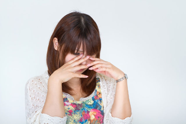泣いてる女性